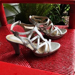 Naturalizer N5 Comfort Heel. Size 7M